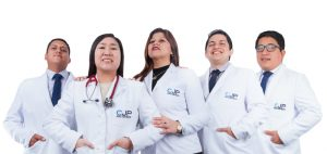 Dr.-Cristhian-Carhuaricra,-Dra.-Kasumi-Reyes,-Dra.-Karina-Sanchez-,-Dra.-Danilo-Ortiz-y-Dr.-Jorge-Ramirez